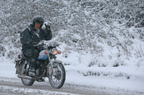 159660131 Riding Motorcycle in Snow Matt Cady Getty e1392827206860