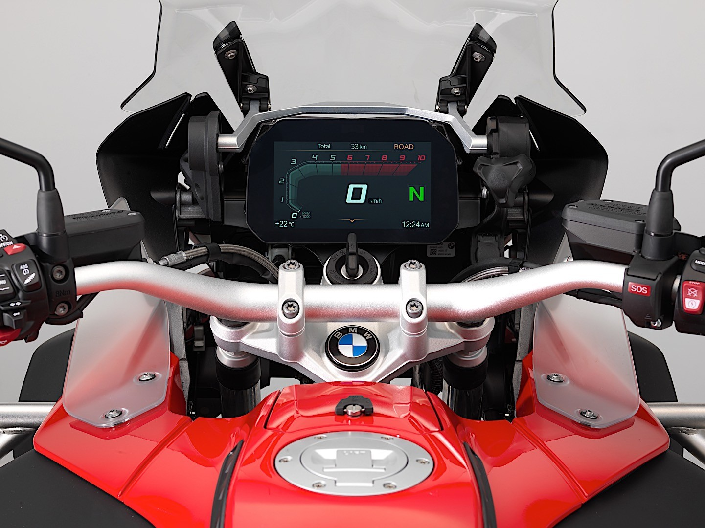 bmw motorrad shows new connectivity 65 inch tft display 12